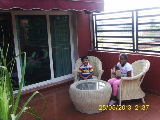 Hotel Cama: beautiful sitout (balcony)