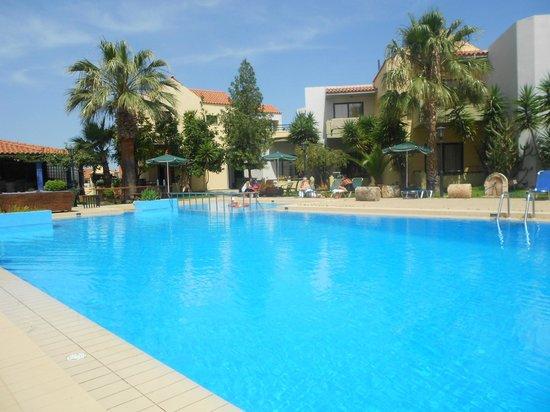 Nireas Hotel: Basen