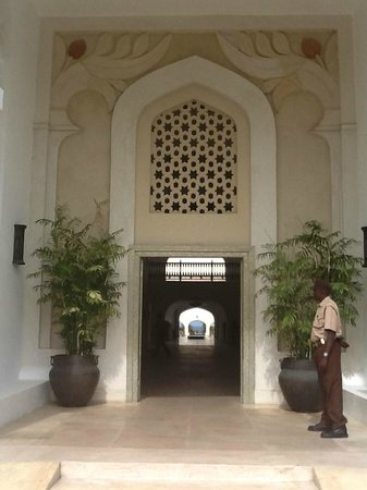 Swahili Beach Resort: Eingang zum Empfangsportal