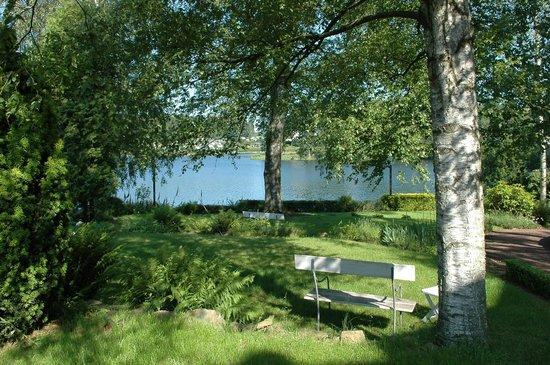 Hotel des Bains & Wellness: Vue sur le Lac de Robertville depuis l'hôtel