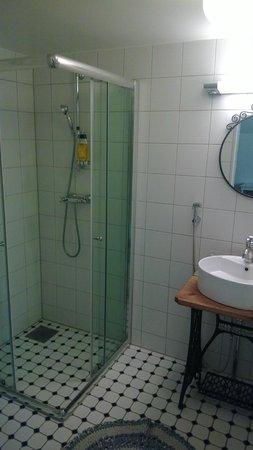 Hotel Palo: Bathroom