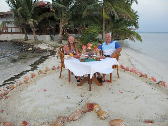 Hatchet Caye Resort: Anniversary dinner