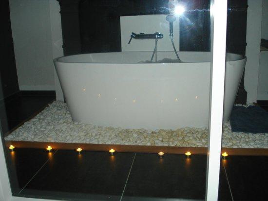 Le Cor de Chasse: Salle de bain vitrée