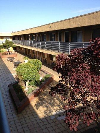 Gardena Terrace Inn : Courtyard from Third Floor