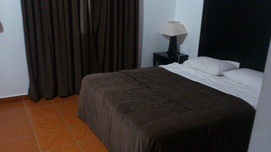 Hotel Farah Inn : chambre à coucher