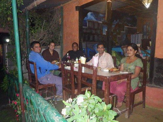 Pokhara Star Inn: Trekking guide, owner and us at the restaurant