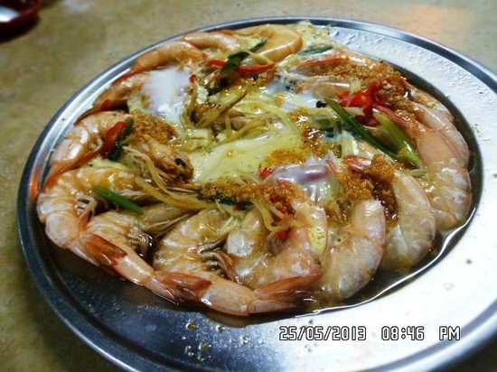 Ocean Hotel Sungai Besar: fresh prawns for M$20 at one of the seafood restaurants near hotel