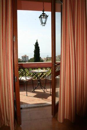 Hotel Villa Sirina: Blick über den Balkon aufs Meer (Zimmer 22)