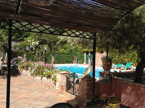 Hotel Villa Sirina: Blick von der Teraase auf den Poolbereich