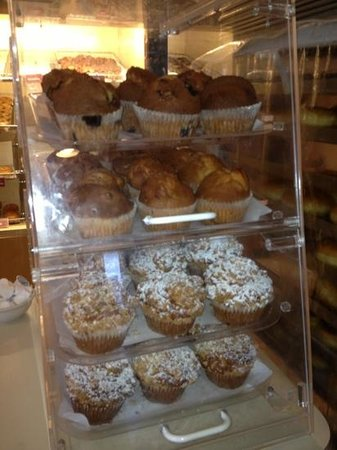 Trackside Donuts and Cafe : muffins