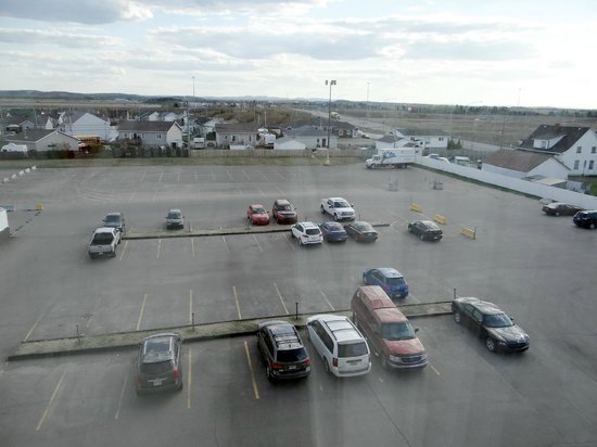 Delta Saguenay Hotel : Boring view of the parking area