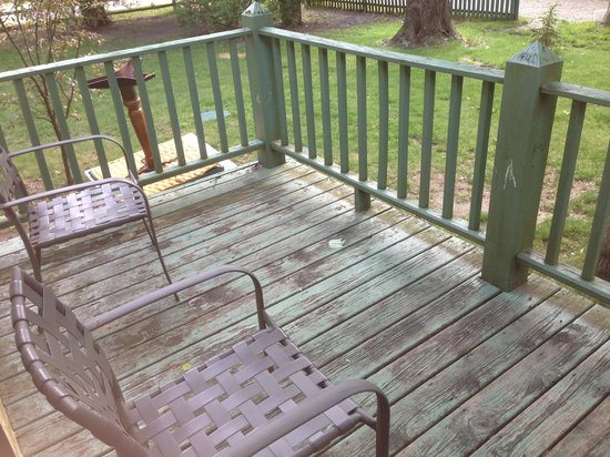 Gordon Beach Inn: This is the dirty in need of painting private deck