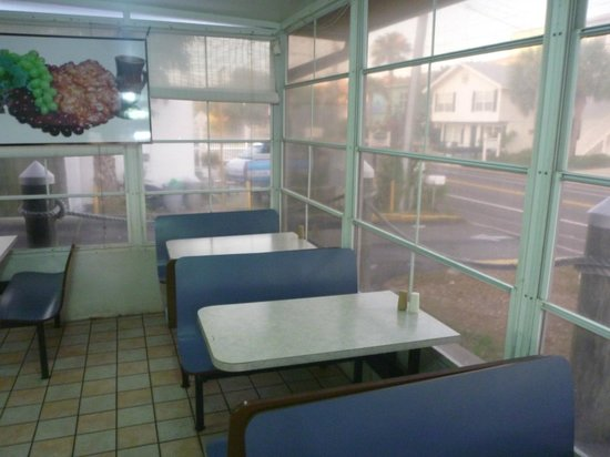 Lighthouse Doughnuts: Inside seating