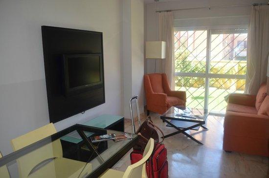 Bib-Rambla Apartamentos : Dining & Living Area