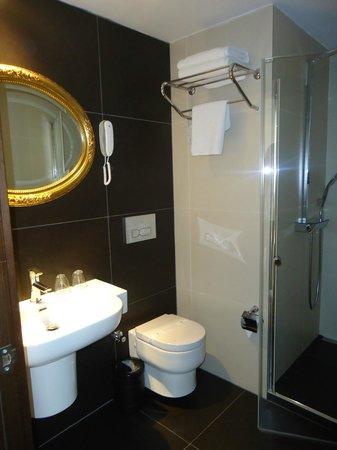 Konak Hotel: Badezimmer mit großer Dusche