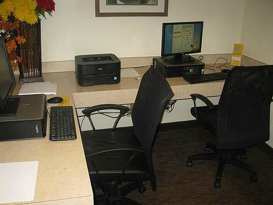 La Quinta Inn & Suites Boston Somerville : Business Center  - LQ Somerville