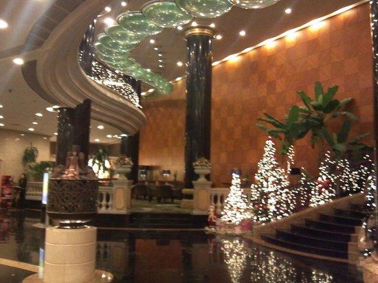 New Gloria Hotel: ロビー