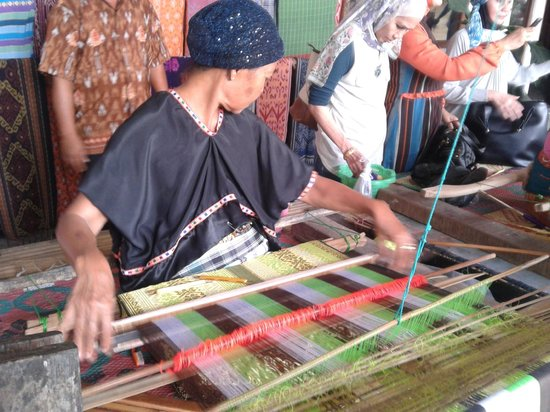 Sukarara Village: The process of making kain tenun in Sukarara