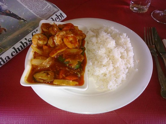 Royal Park Restaurant: King Prawn Szechuan & boiled rice