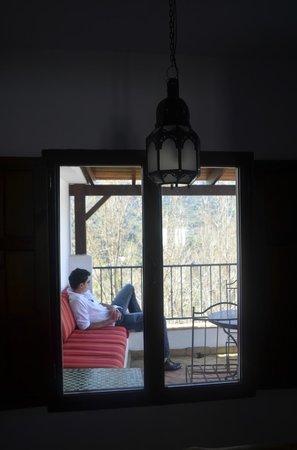Bed & Breakfast Arroyo de la Greda: Window looking out onto the terrace