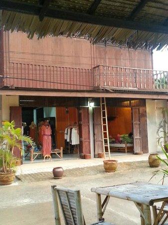 La Cuisine : Jerome's wifey's boutique!