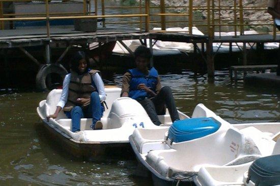 Lumbini Gardens : peddle boat