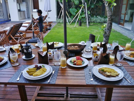 Akara Villas: outdoor dining