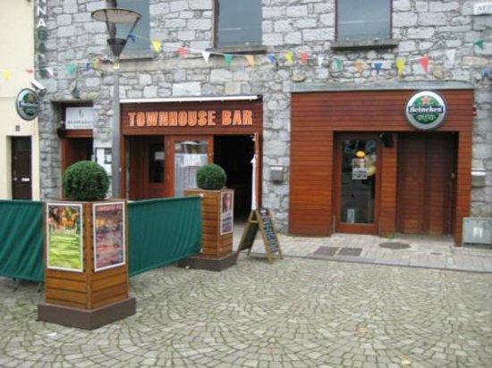 The Townhouse Bar: Townhouse Bar Live Music Venue