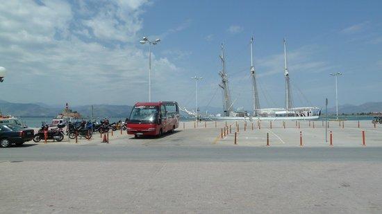Vasilis Hotel: Town Square