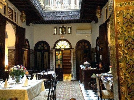 Riad El Reducto: Zaguán y comedor
