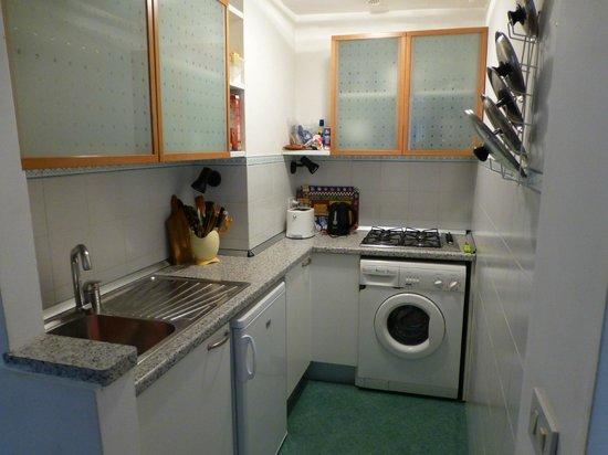 Sarasina: Kitchen area