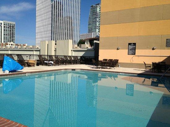 Embassy Suites by Hilton Atlanta - Buckhead: Outdoor Pool