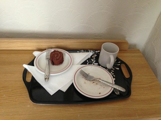 Sarnia Guest House: Welcoming tea and cake
