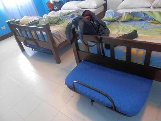 Tamaraw Beach Resort: room