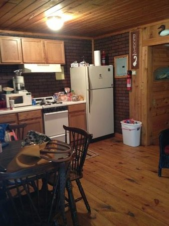Carawan's Motel and Cabins: Fully equipped kitchen. Everything worked perfectly.