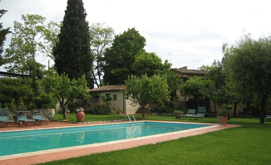 Casolare di Libbiano: Pool & grounds