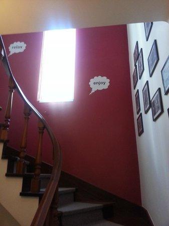 Dolce Cascais Guest House: escalera