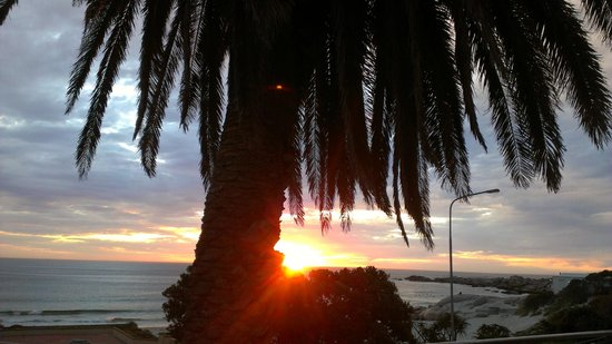 Primi Seacastle Guest House: enjoy beautiful sunsets from your patio