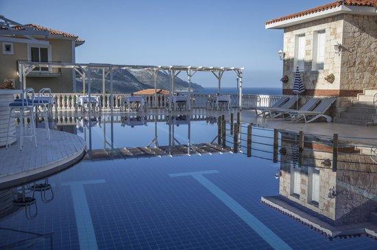 La Kumsal Boutique Hotel : Eleni Hotel Havuz Başı Açık Restoranı