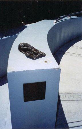 Dale Earnhardt Sr. Statue : Little more info on Dale
