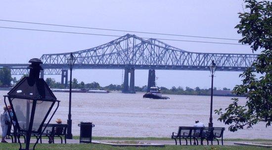 Algiers Point: Bridge or muddy waters