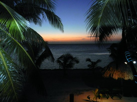 White Sands Cove Resort: sunrise