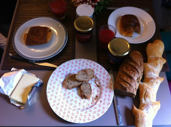 Amhotel Italie : Store-bought breakfast in room