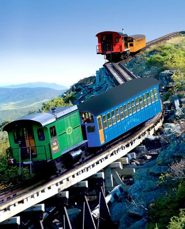 Bretton Woods, Nueva Hampshire: Cog Railway biodiesels on their descent down Mount Washington
