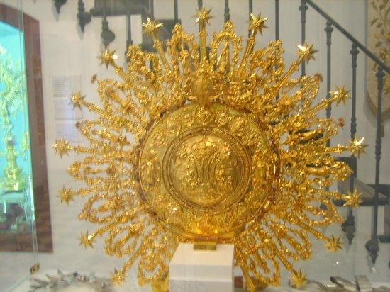 Basílica de la Virgen de los Desamparados: Золотой венец Девы Марии из музея при базилике