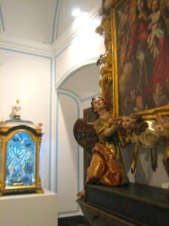 Basílica de la Virgen de los Desamparados: Один из залов музея базилики