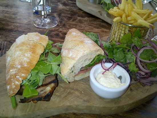 The Fontmell: Beef baguette