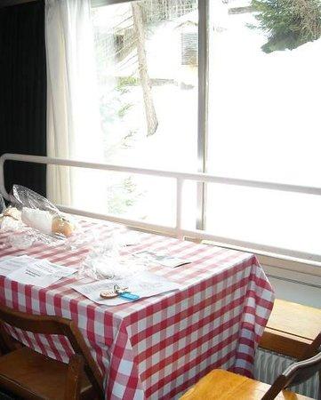 Hotel Solaria: L'ampio tavolo