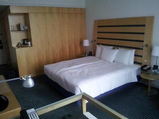 Hilton Copenhagen Airport: Good sized room