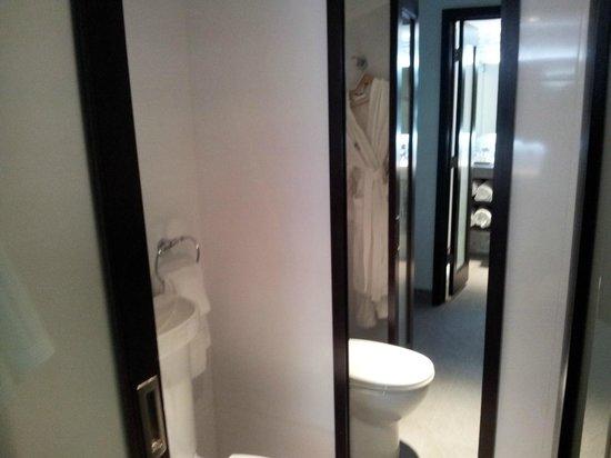 The Palms Hotel & Spa: baño